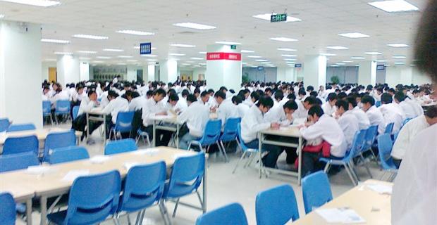 2000年12月7日,全球最大的笔记本电脑生产商广达电脑在上海松江出口加工区投资1.7亿美金,建立了以达丰(上海)电脑有限公司为首,由达丰、达功、达伟、达业、达福、达利、达人、达群八个子公司和达研、达威两个兄弟企业构成的QSMC广达上海制造城。