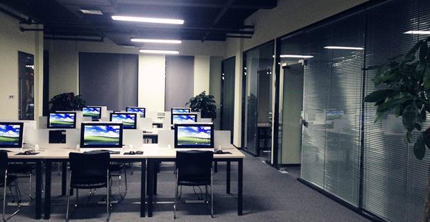 济南世辰信息咨询有限公司工作环境操作大厅