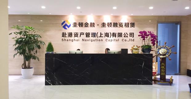 赴港资产是以投资为主导、金融服务为主业、资本运作和资产运营为核心业务的资产管理公司,总部位于香港,上海第一分公司赴港资产管理(上海)有限公司位于陆家嘴中心CBD商业圈,并在北京、武汉、厦门等有多家分公司,公司创始人李群峰先生毕业于清华大学国民经济计划专业,并于耶鲁大学获得博士学位,在华尔街有超过20年从业经历,曾任高盛集团投资战略部高级副总裁。