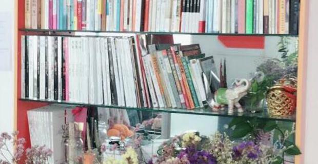 青岛佰瑞通国际贸易有限公司工作环境公司书架
