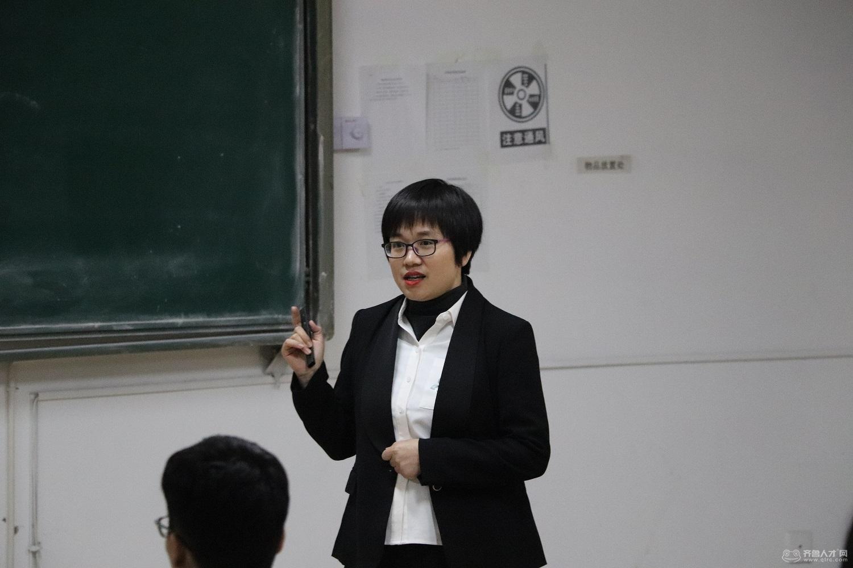 齐鲁人才研究院吕主任携手齐鲁人才网财务总监王东玲女士走进黄海学院,开启大数据引导下的就业之行。