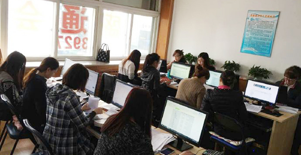 大连开发区盛通会计培训学校工作环境计算机室