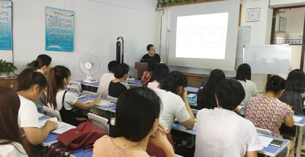 大连开发区盛通会计培训学校工作环境上课中