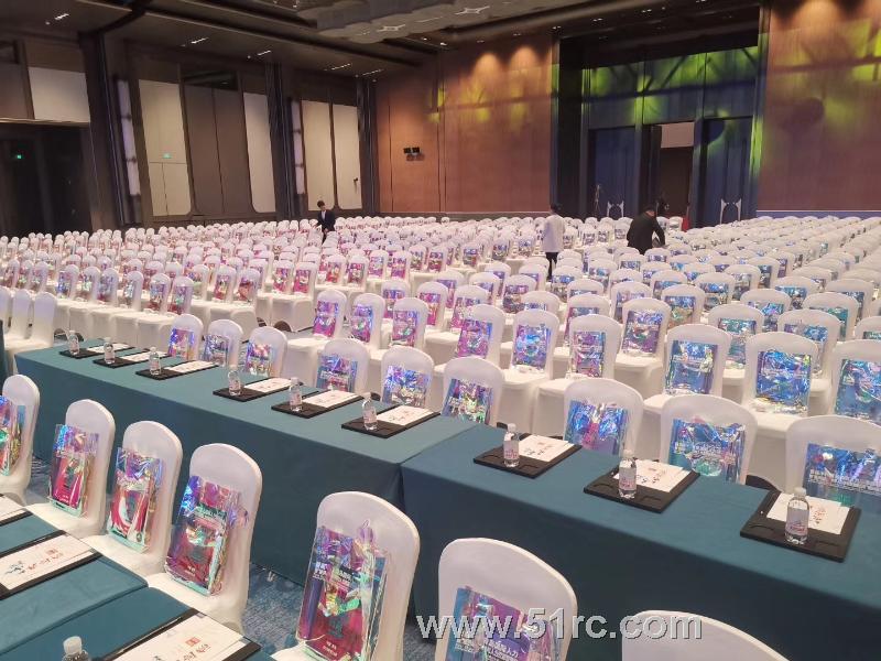 """首届中国青岛国际人力资源高峰会暨""""经济动能转换与人力资源管理新趋势""""国际研讨会在青岛国际会议中心隆重举行!"""